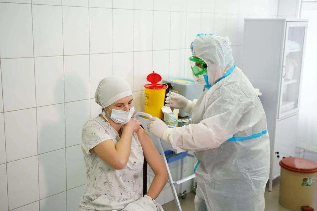 Врач Татьяна Шульженко вакцинировалась против COVID-19
