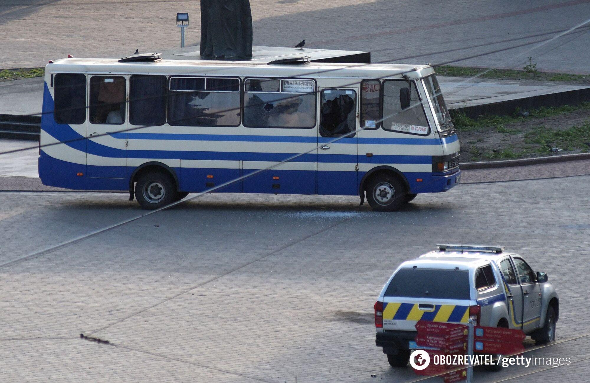 Заручники провели в автобусі близько 12 годин