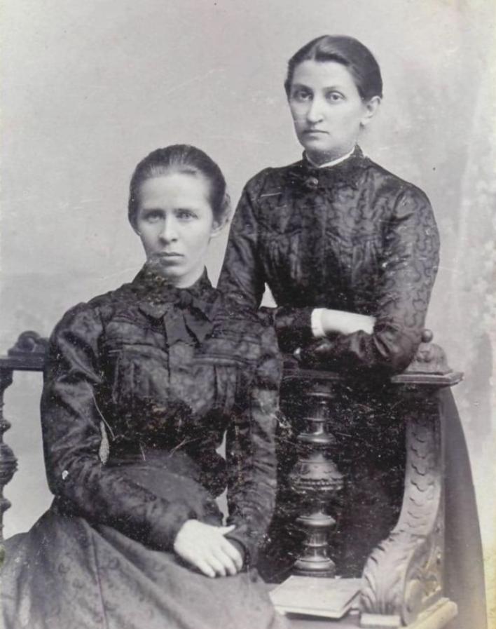 Леся Українка з Ольгою Кобилянською. Чернівці, травень 1901.
