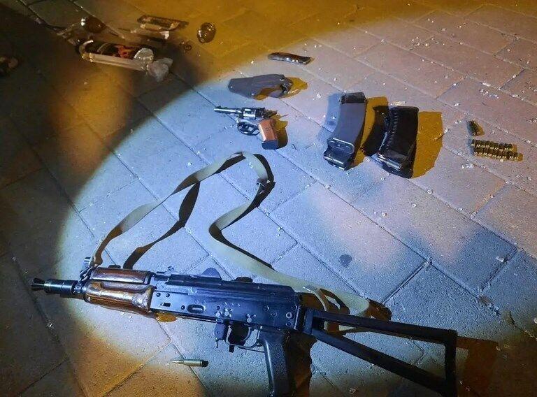 Частина зброї терориста.