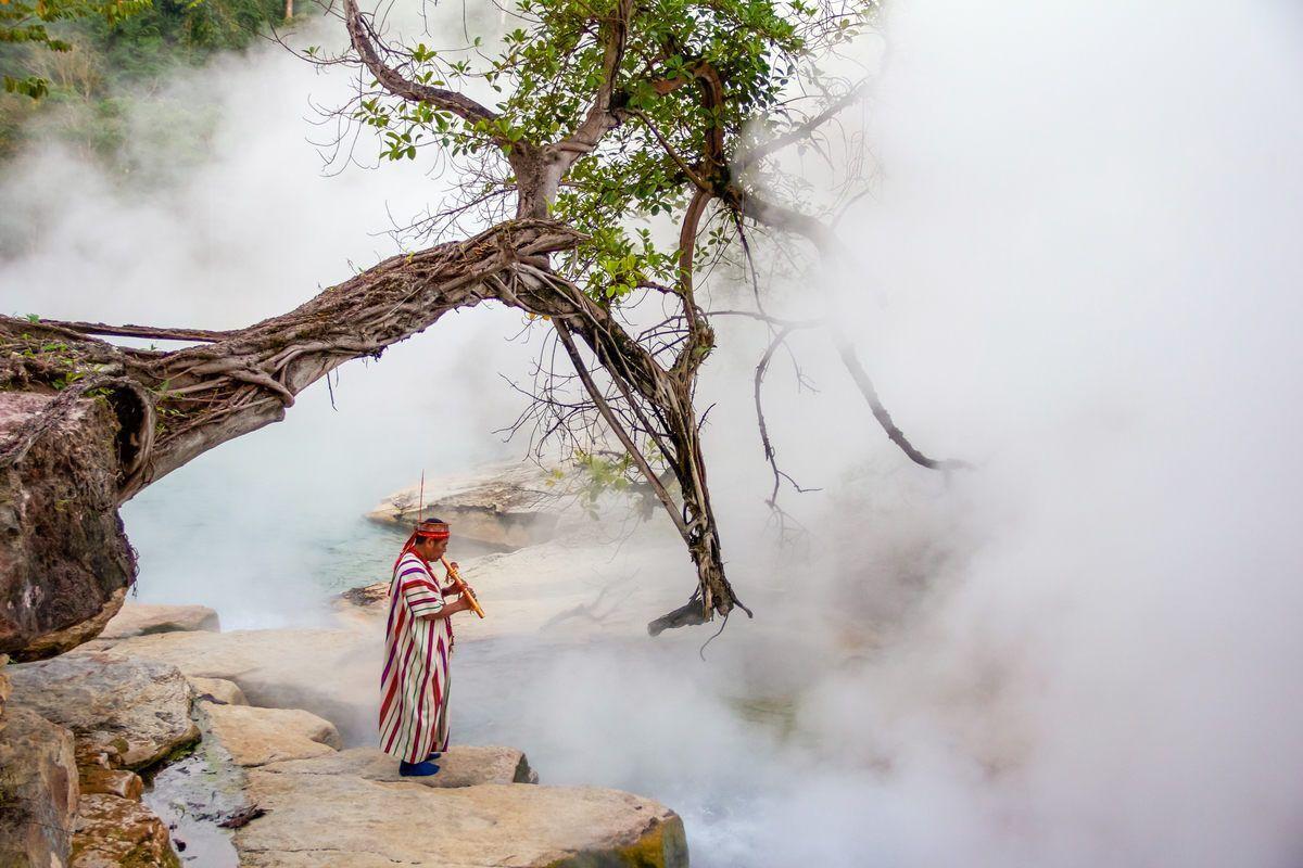 Незвичайну річку охороняє шаман - без його дозволу ви не зможете подивитися на аномальну водойму.