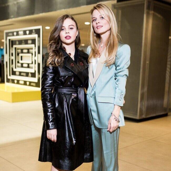 Ольга Фреймут со своей старшей дочерью Златой.