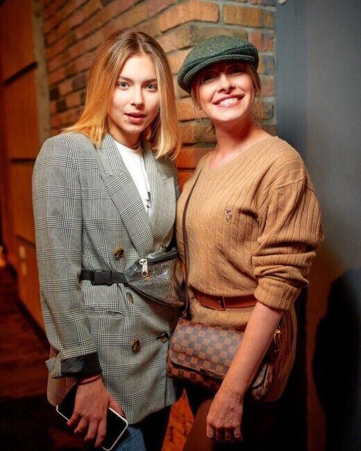 Елена Кравец со своей старшей дочерью Машей.