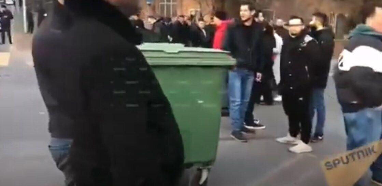 Оппозиция заблокировала проспект, где расположена резиденция Пашиняна.