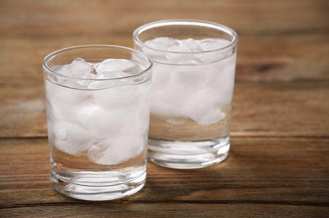 Пийте воду з льодом
