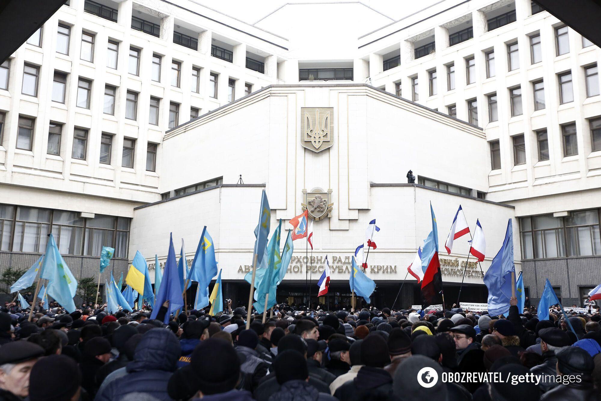 Под стены Верховного Совета вышли от 10 до 20 тысяч сторонников единой Украины