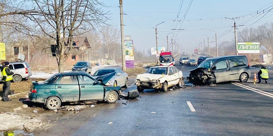 У ДТП зіткнулися чотири авто