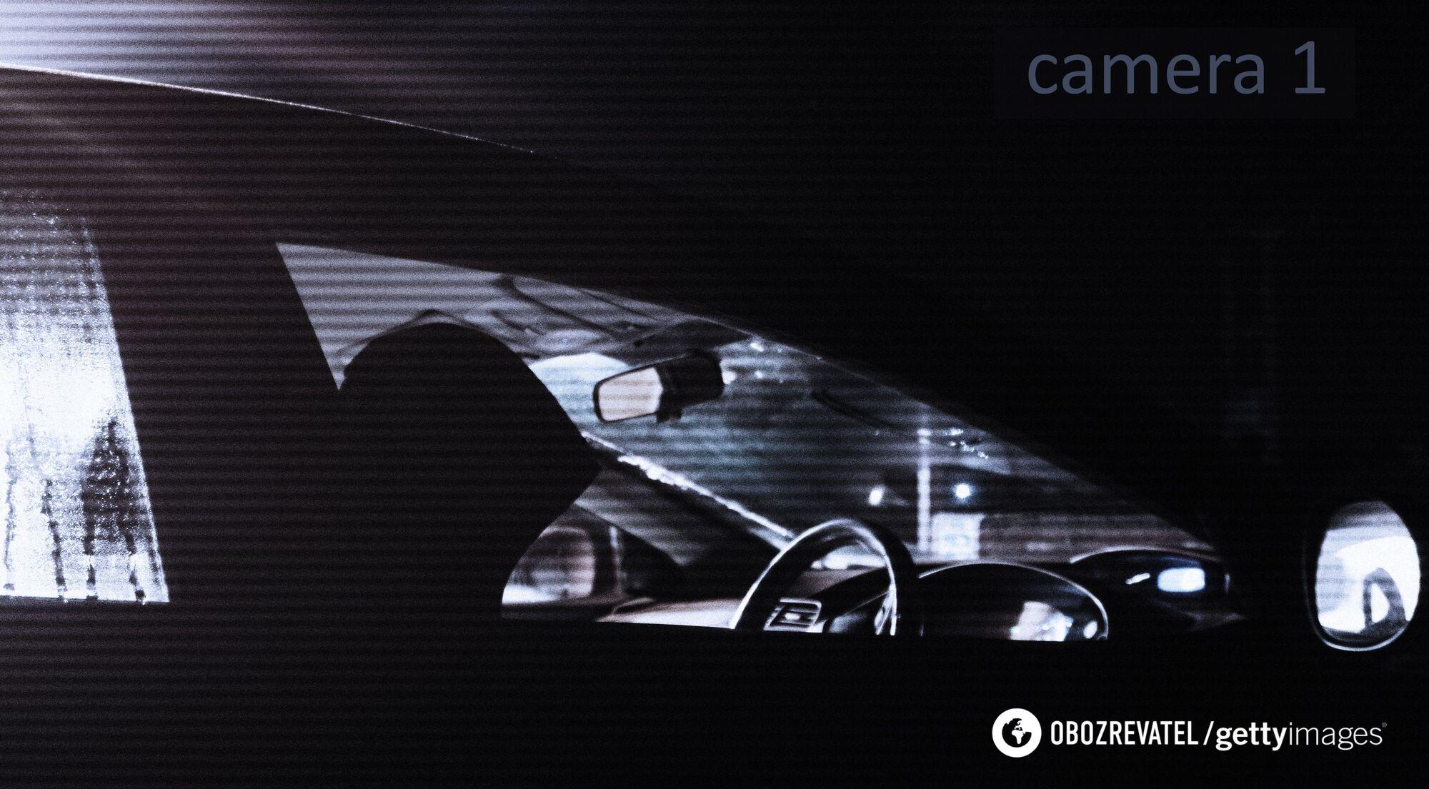 Преступник поджидал в автомобиле. Иллюстрация