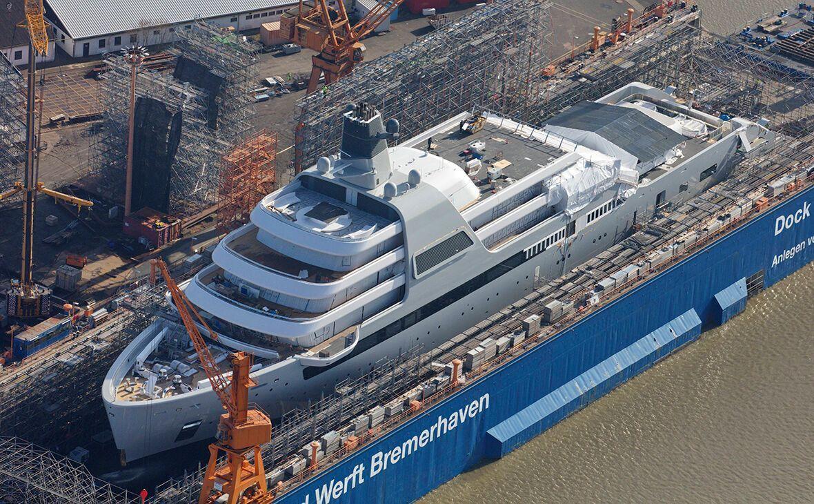 Яхта находится на завершальном этапе строительства