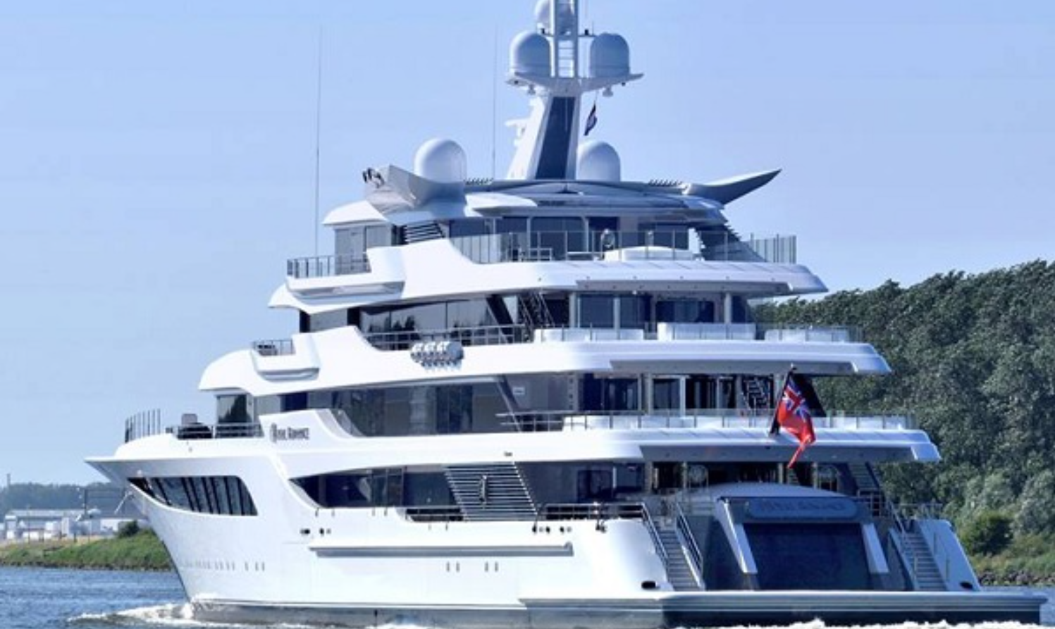 Яхта Royal Romance Виктора Медведчука оценивается в 200 миллионов долларов