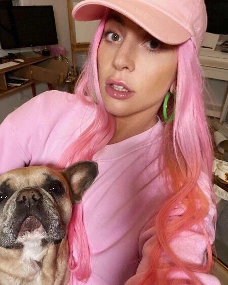 Леді Гага з собакою.