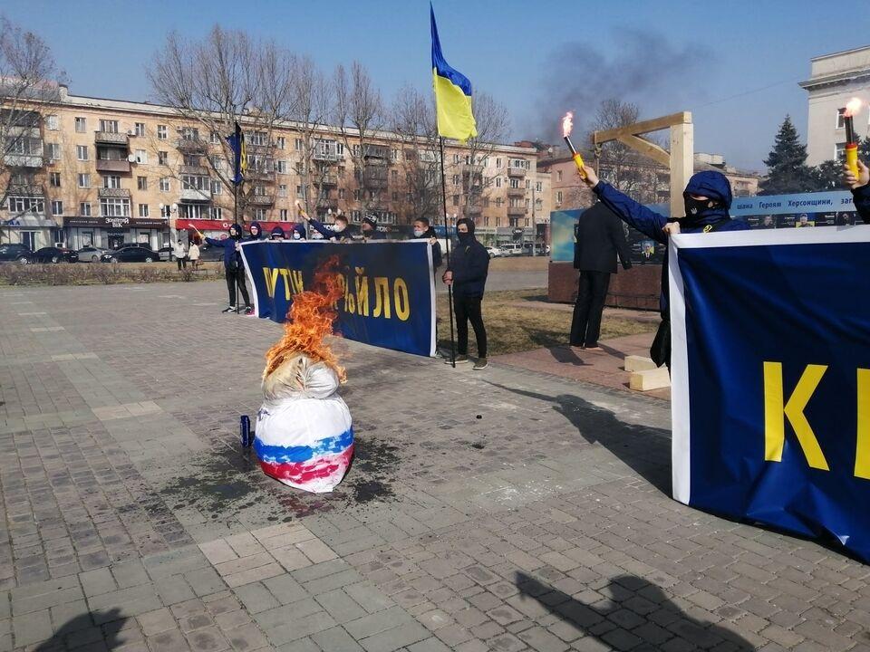 Матрьошка з російським прапором