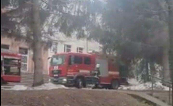 Спасатели у больницы