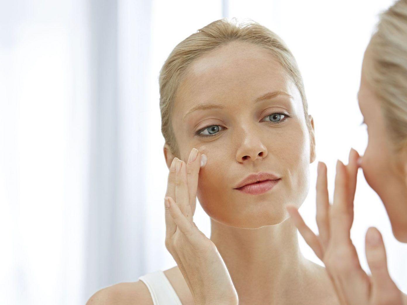 Відлущування шкіри надасть обличчю після похмілля здоровішого вигляду.