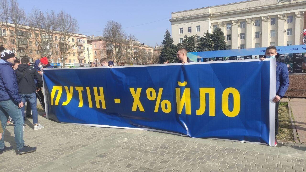 Активісти з плакатами