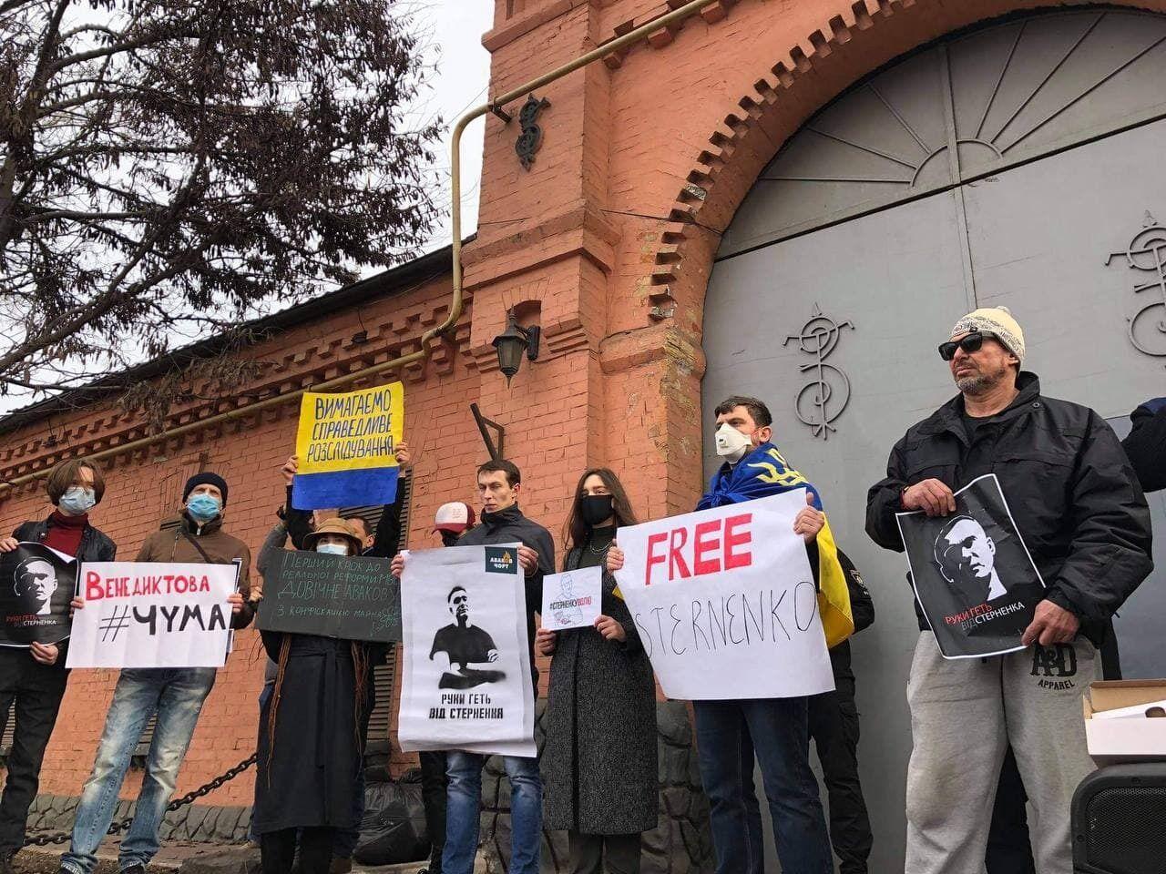 Прихильники засудженого українця прийшли з плакатами