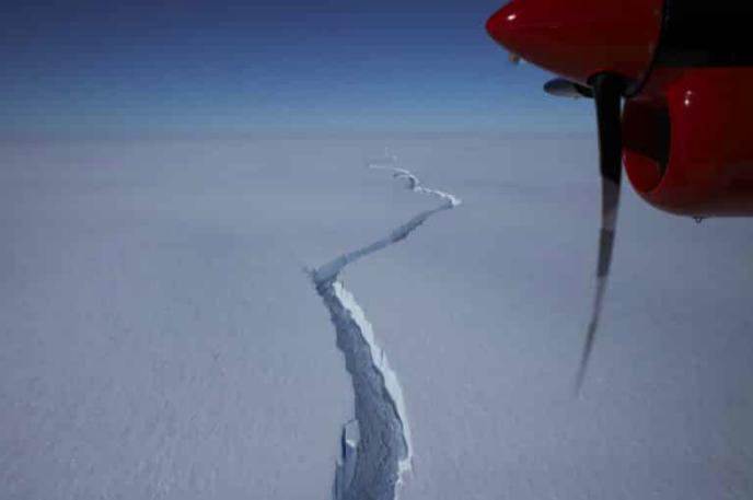 Разлом льда в Антарктиде