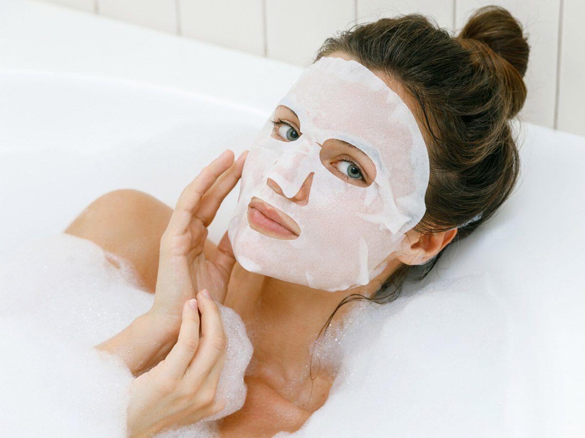 Зволоження шкіри надасть лицю після вечірки відпочилого вигляду.