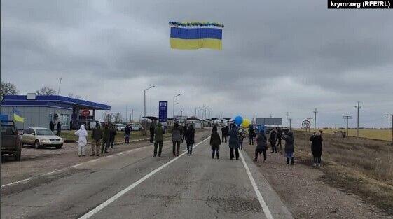 Звернення на прапорі залишили також Рефат Чубаров й Ільмі Умеров