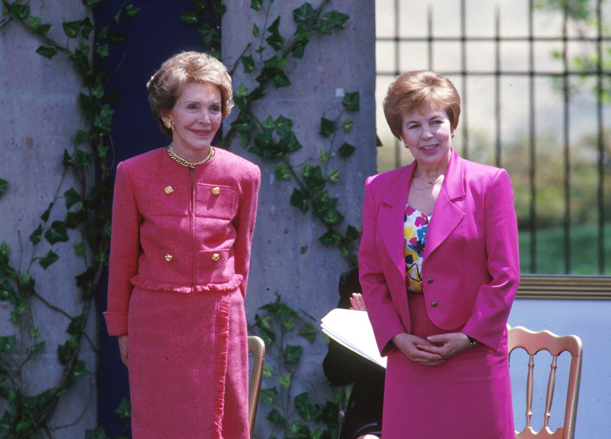 Нэнси Рейган и Раиса Горбачева во время выступления Рональда Рейгана в отеле Beverly Hilton в Лос-Анджелесе