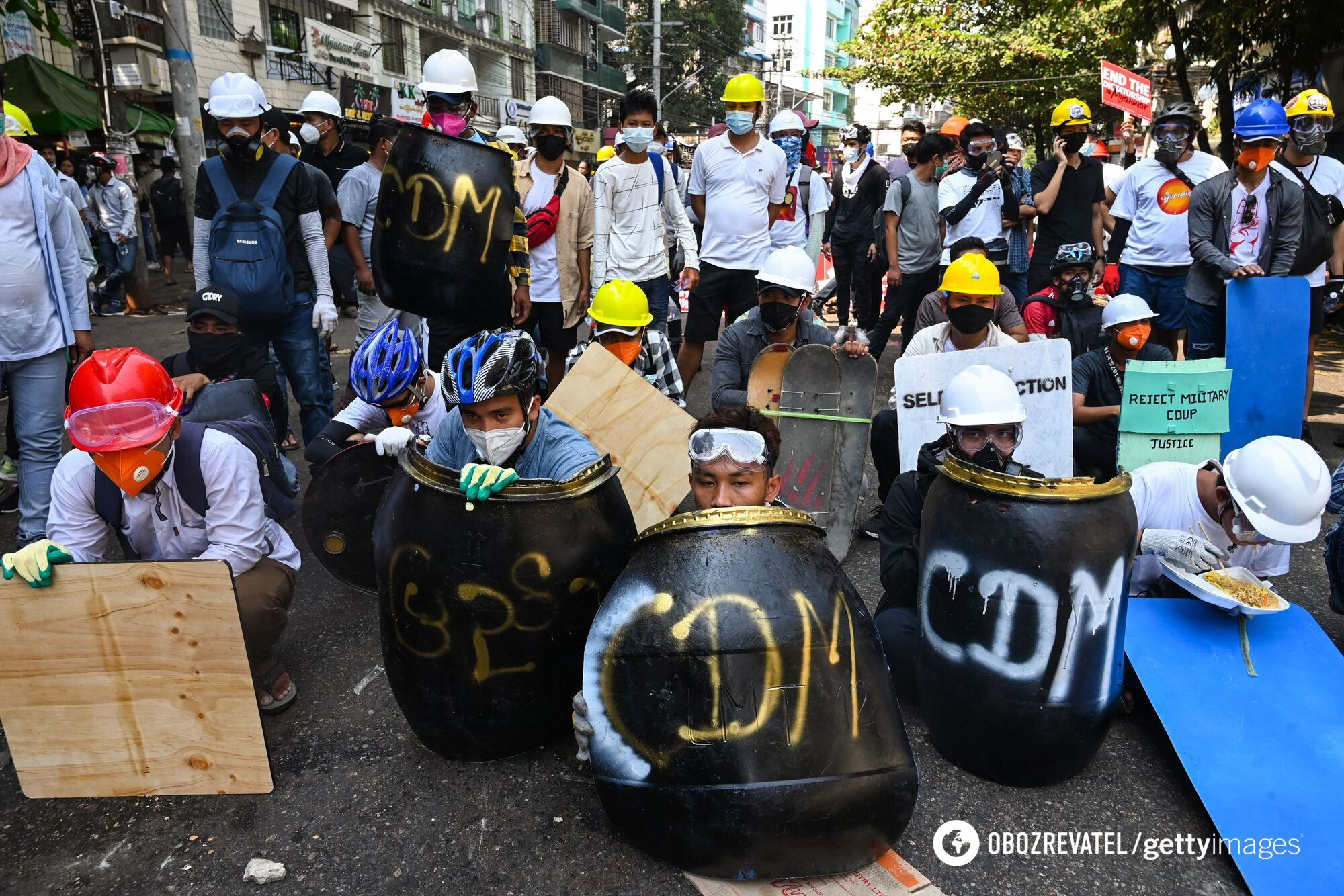 Протестувальники протистоять поліції