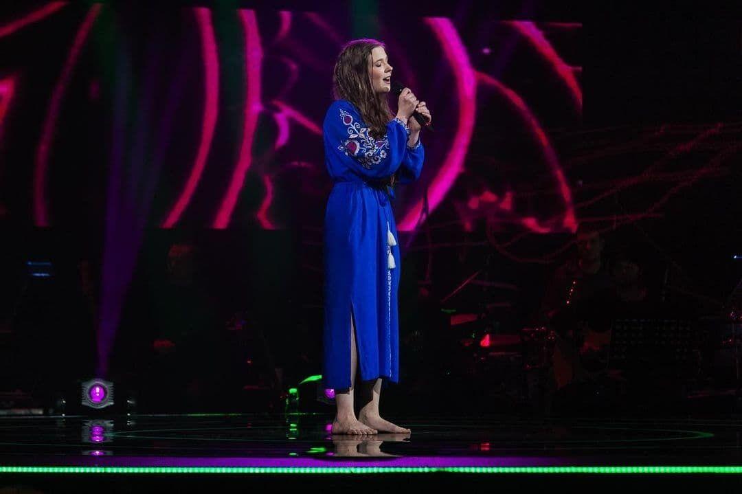 """Mary Soddy співає на """"Голосі країни""""."""
