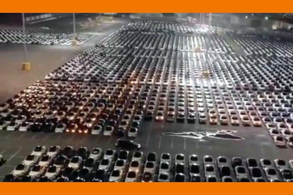 На YouTube показали обновление ПО сотен Tesla.