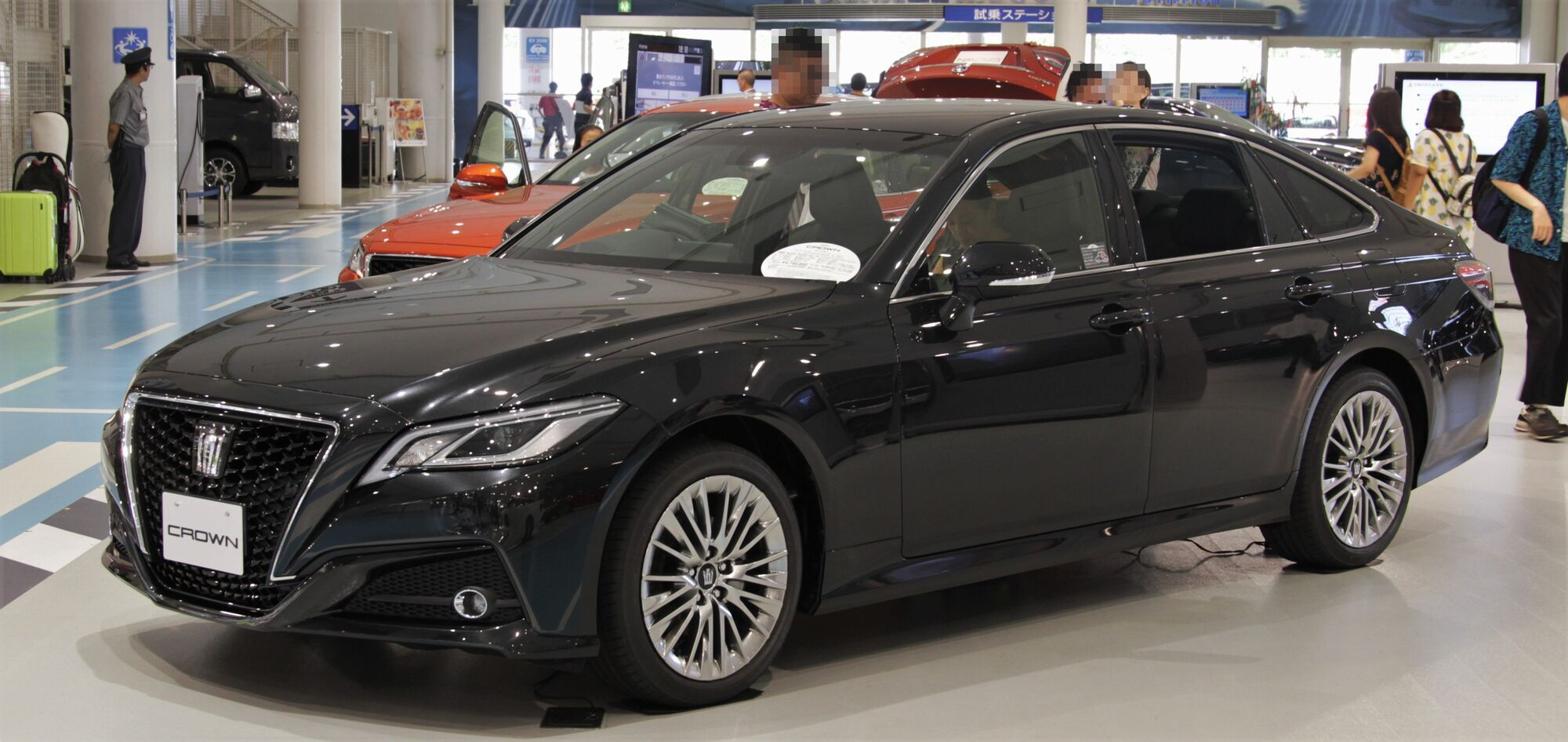 Кроссовер Toyota Crown создадут на базе Lexus LF-1