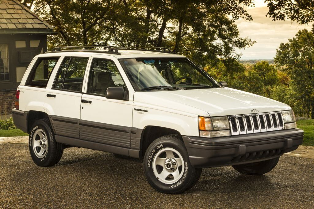 В любом поколении Jeep Grand Cherokee отлично выглядит и очень надежен
