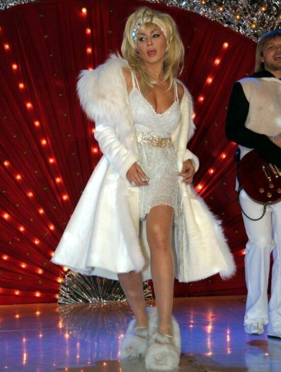 Total white лук Ірини Білик на сцені зірвав оплески