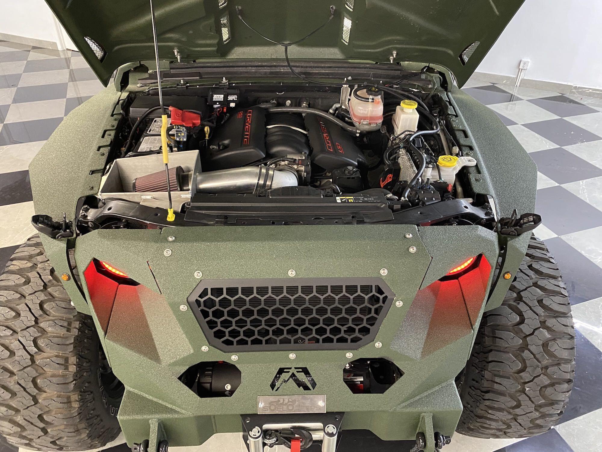 """В движение этого шестиколесного """"монстра"""" приводит 500-сильный V8 6.2 от Corvette"""