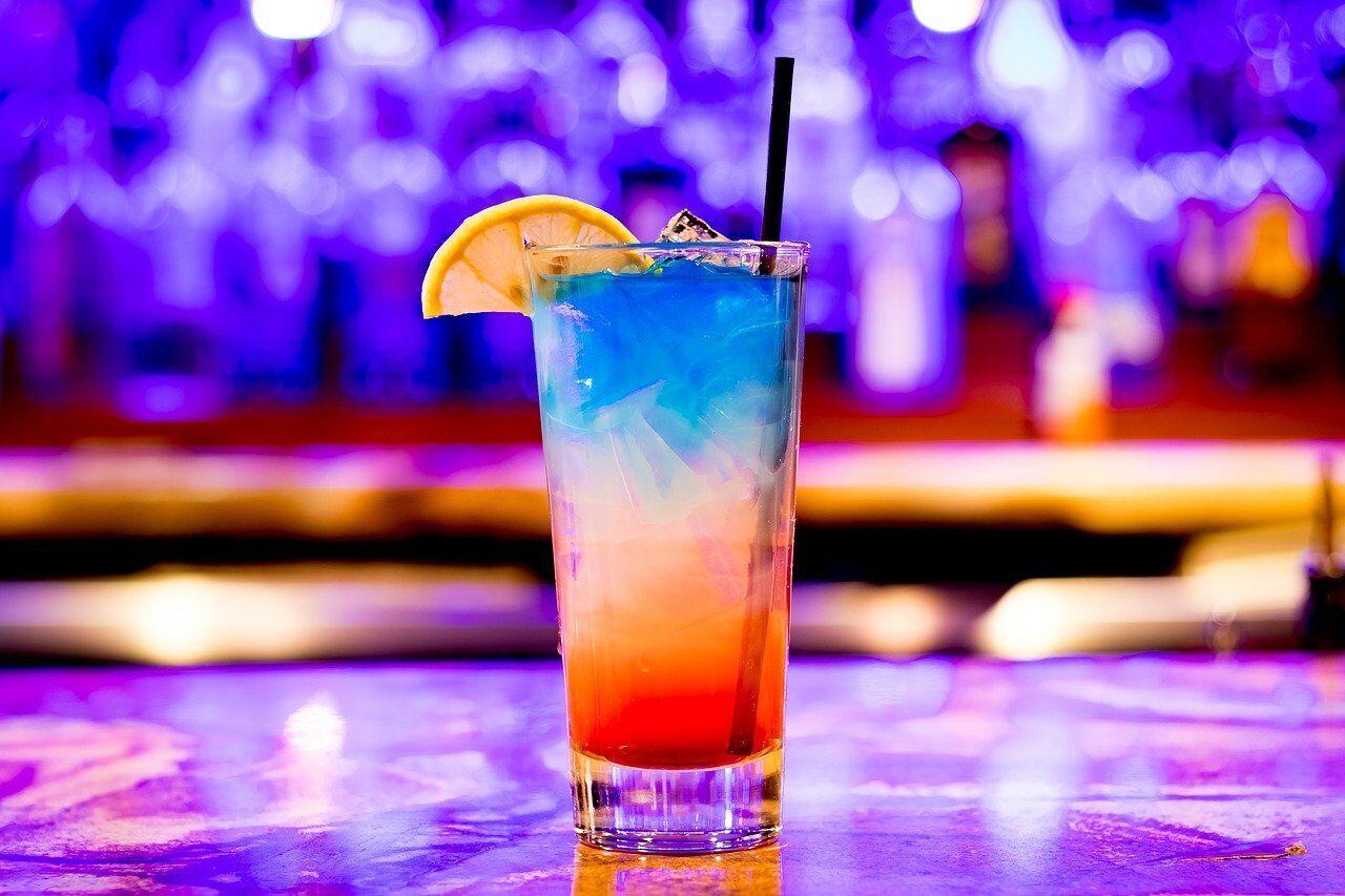 День бармена празднуют 6 февраля