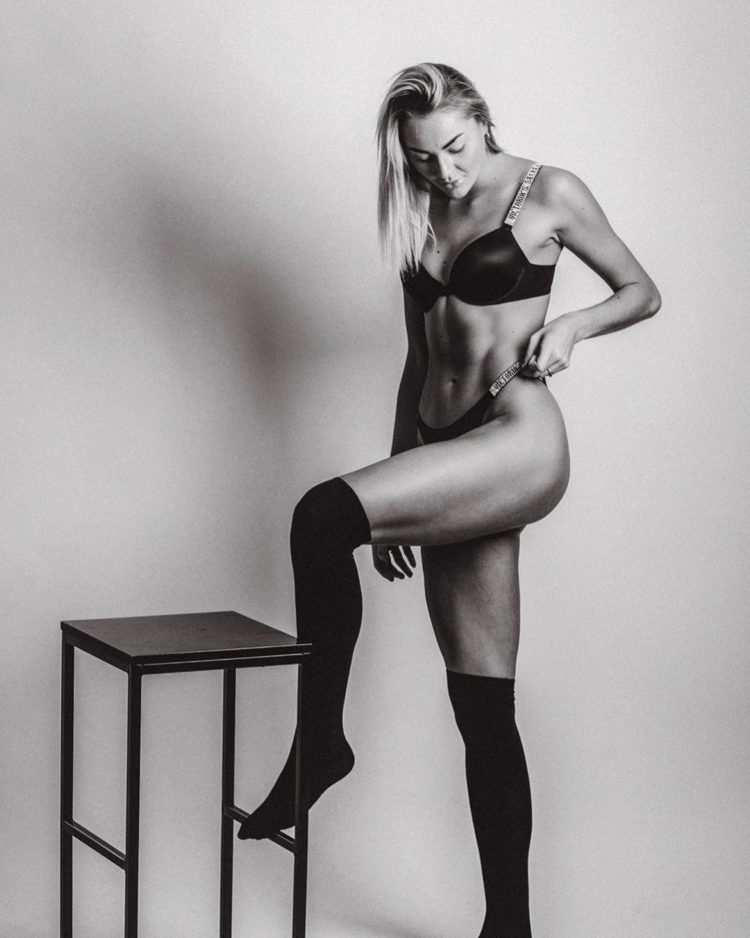 Людмила Осадчук снялась в черно-белом цвете