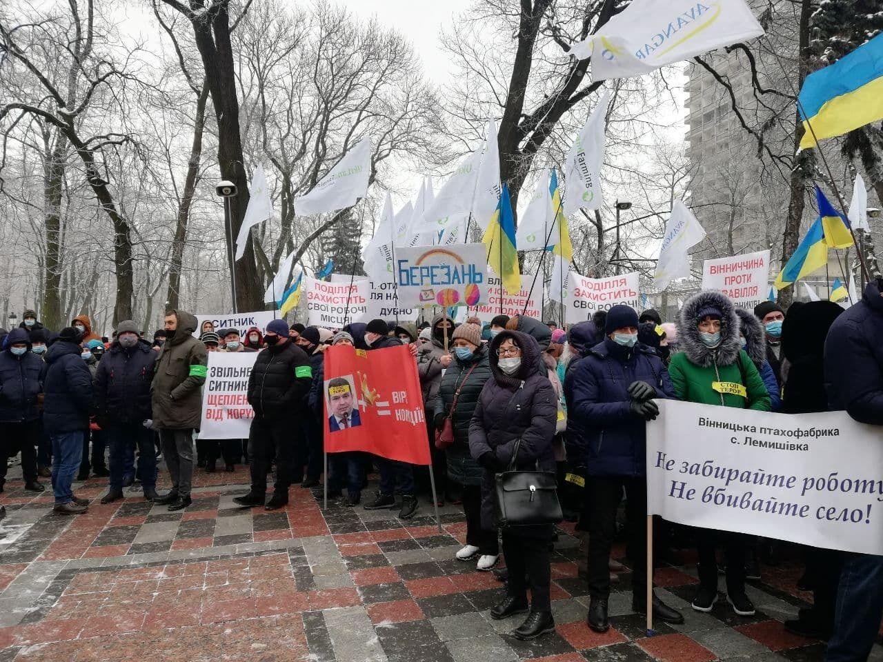 Под Верховной Радой и Кабинетом министров собрались аграрии из 22 областей Украины