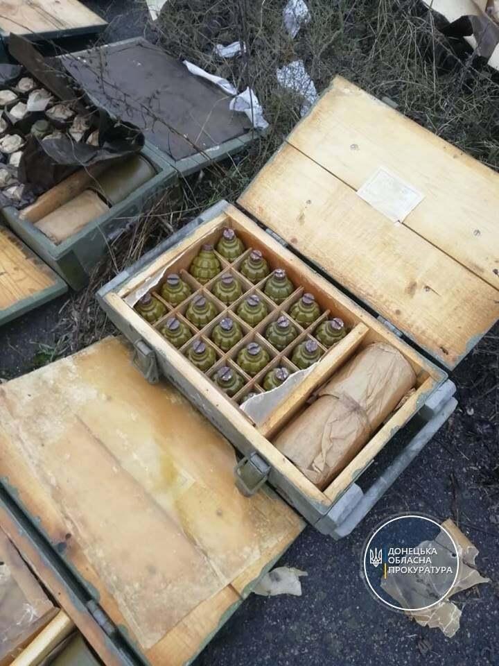 В схроне были ящики с боеприпасами .
