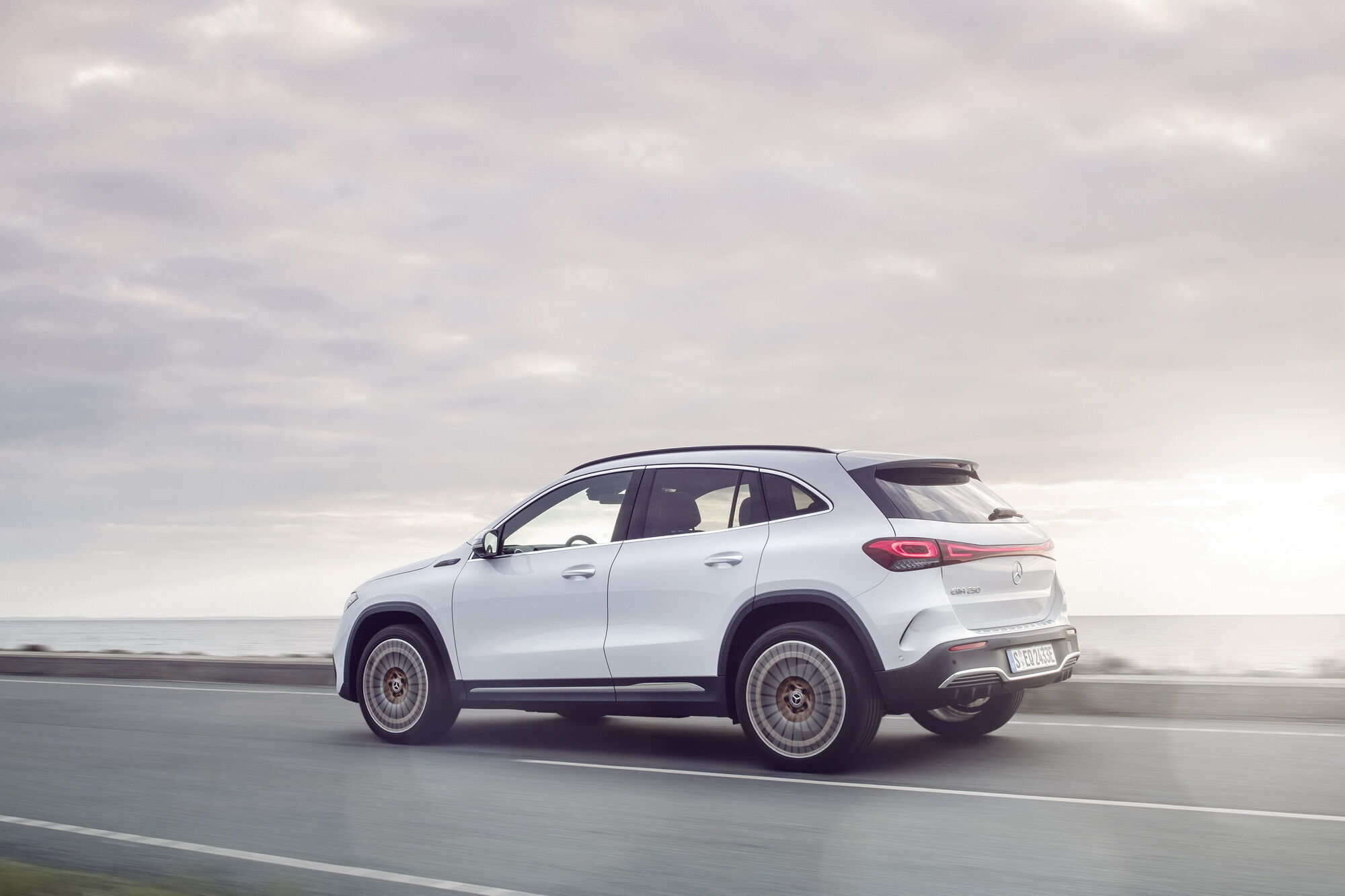 Автомобиль способен преодолевать на полностью заряженной батарее до 426 км