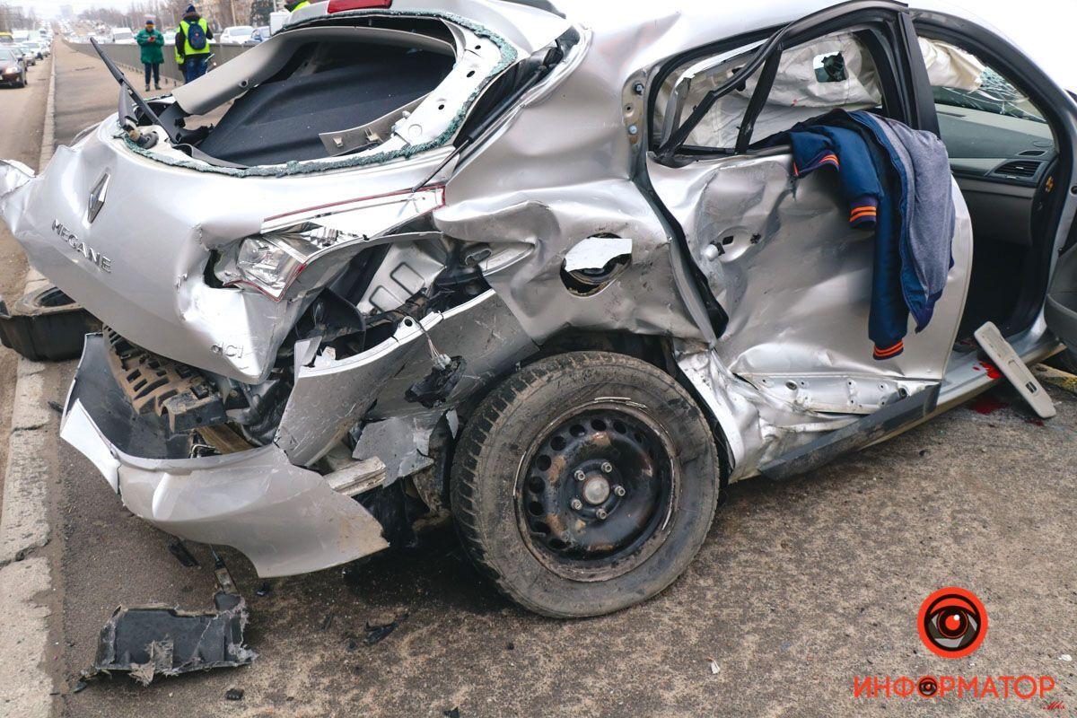 Водителя госпитализировали в тяжелом состоянии.