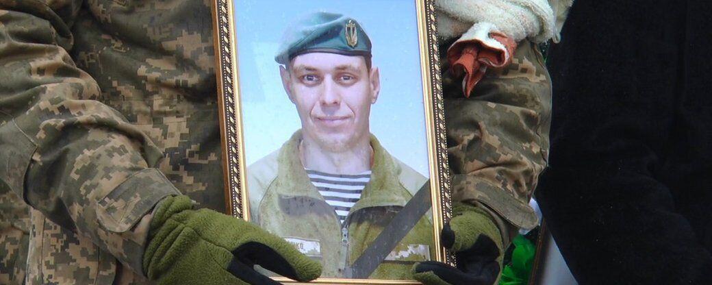 на похоронах военные несли фотографию Власенко