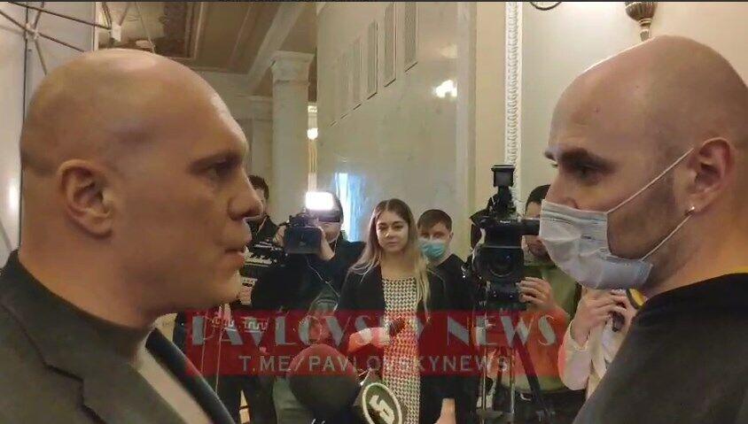 Кива вступил в перепалку с журналистом.