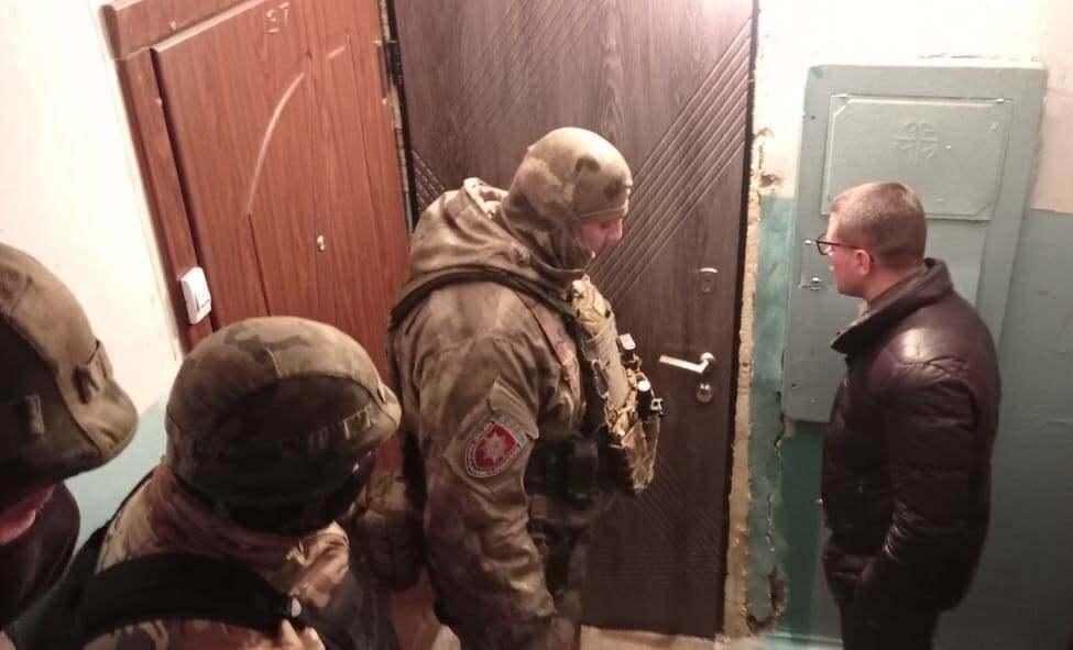 Полиция вела переговоры со злоумышленником два часа.