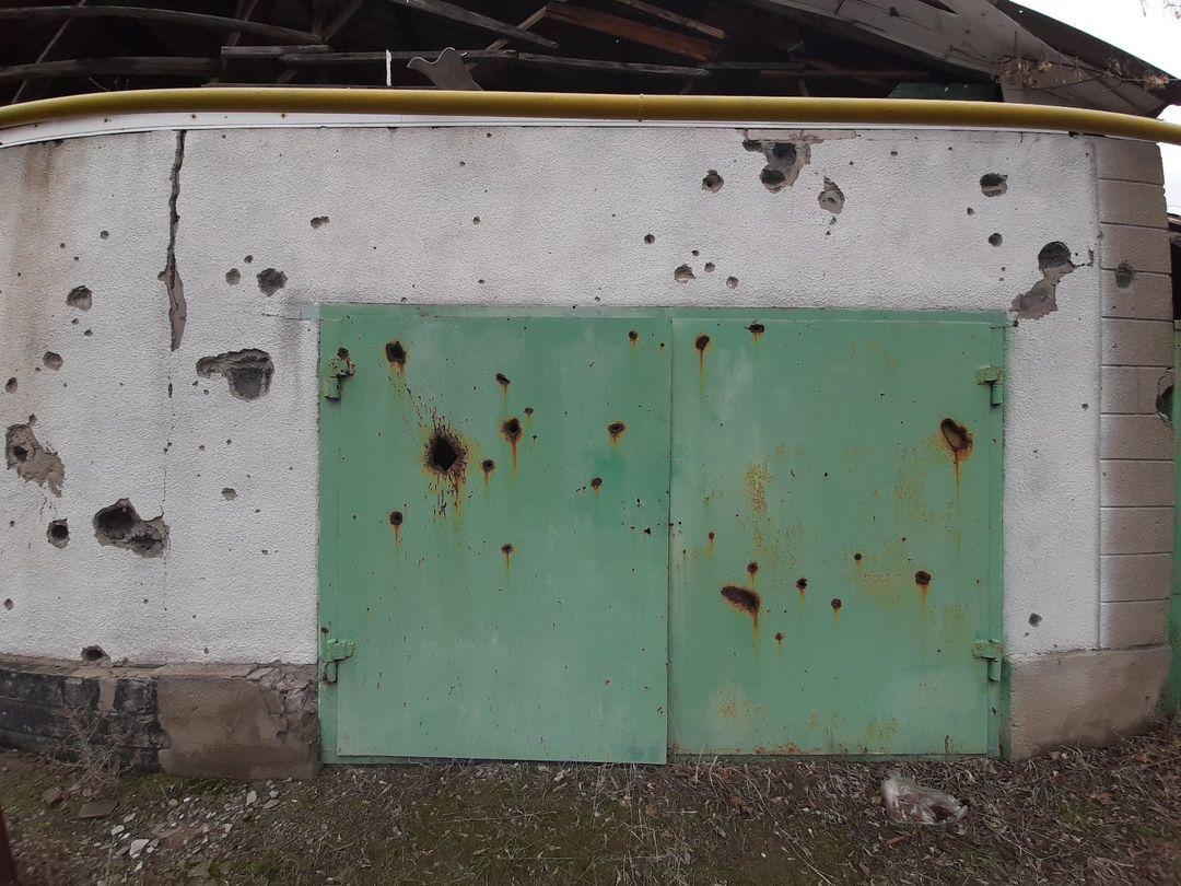 Последствия вражеских обстрелов в Станице Луганской.