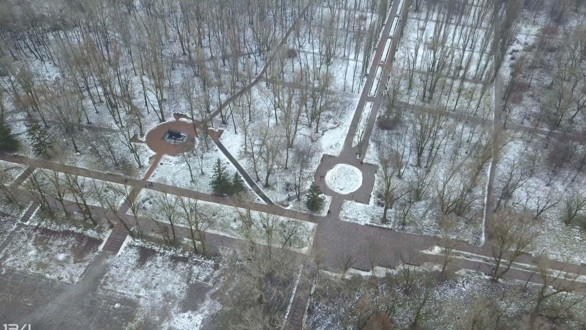 Можна розглянути Меморіал жертвам Голокосту, і як це місце виглядало раніше.