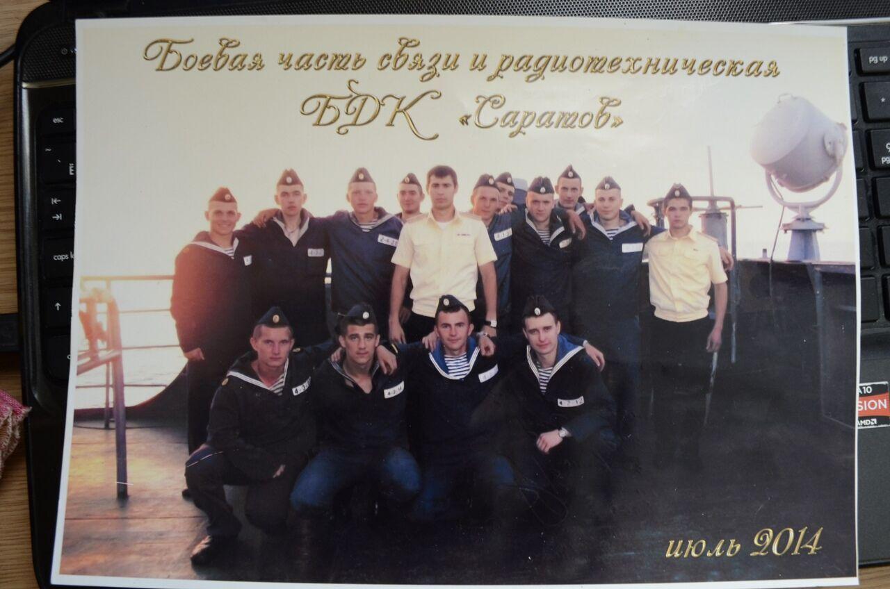 Кузнецов на фото в первом ряду крайний слева.