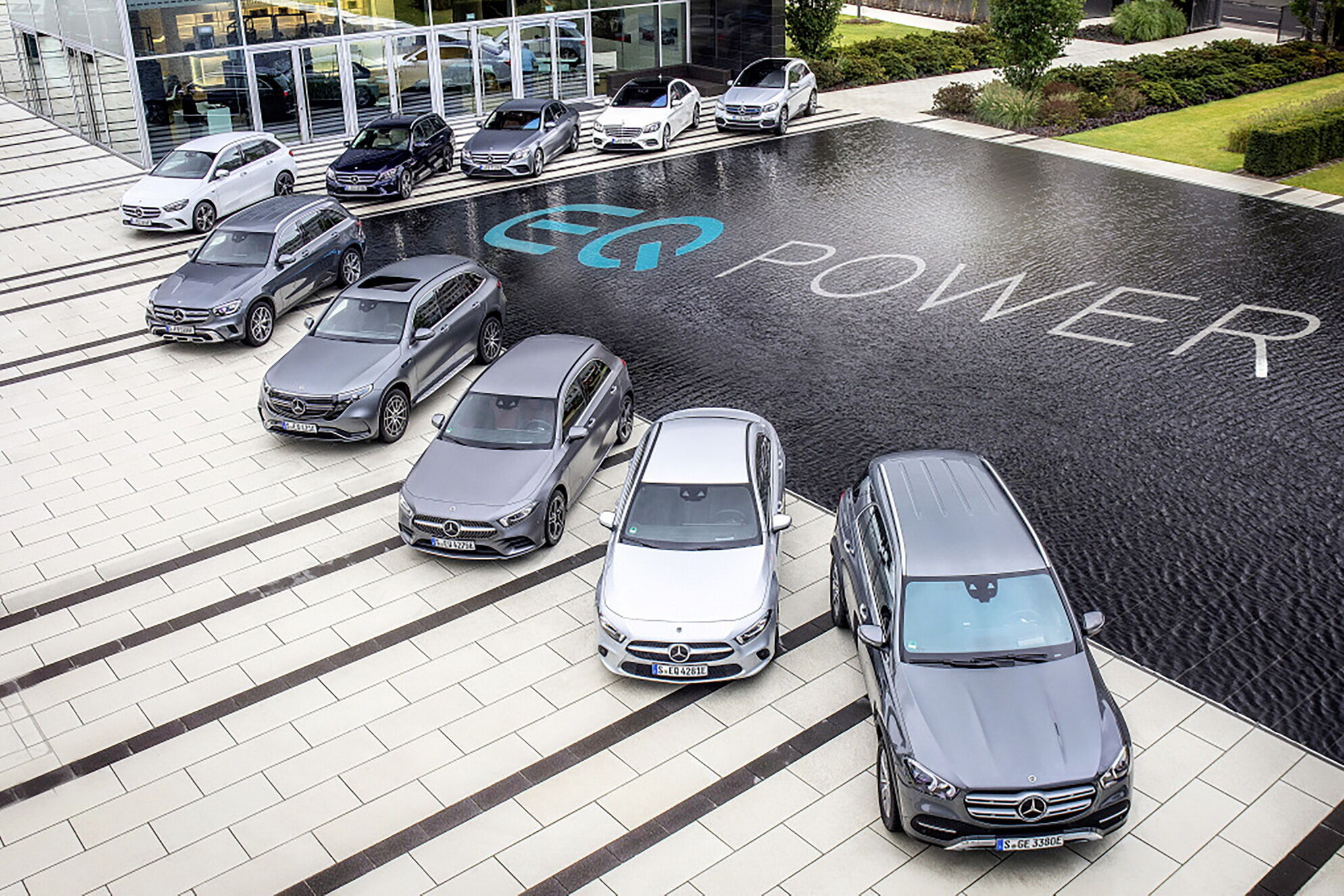 Daimler перейменують в Mercedes-Benz, а відповідати вона буде за випуск легкових авто і легкої комерційної лінійки