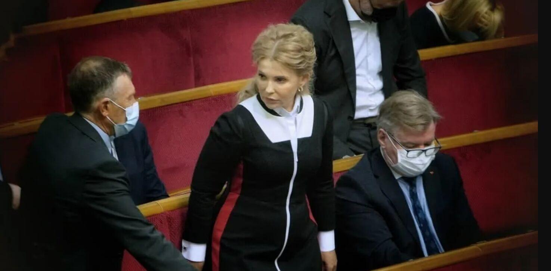 Юлія Тимошенко в строгій чорній сукні