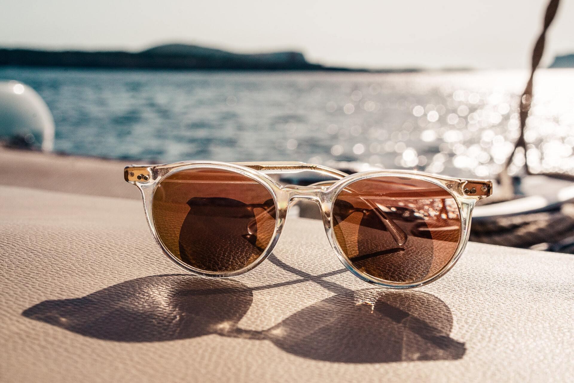 Солнечные очки являются полноценным средством защиты