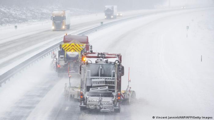 В Германии осложнено движение транспорта.