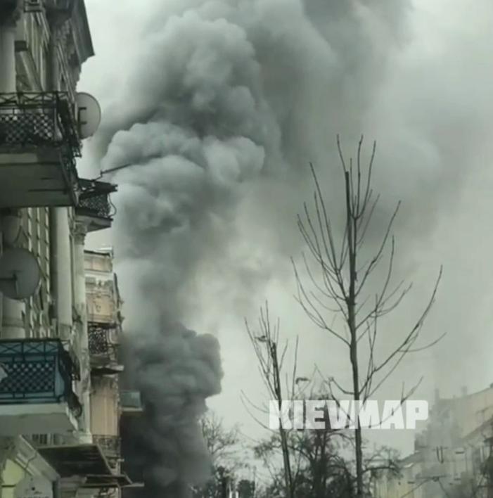 """В Киеве возле БЦ """"Леонардо"""" вспыхнул сильный пожар. Фото и видео"""
