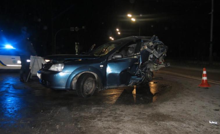В результате удара Chevrolet Lacetti отбросило на 60 метров