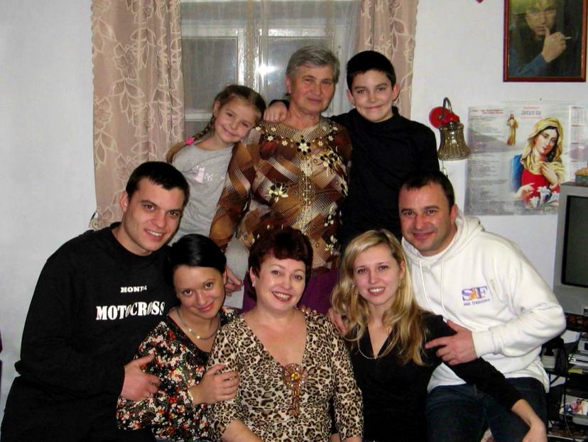 """У відео до пісні """"Мій Янгол"""" Павлік показав сімейні фото"""